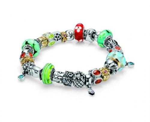 PANDORA - это мир изысканных ювелирных украшений и часов, которые можно комбинировать и сочетать между собой для...