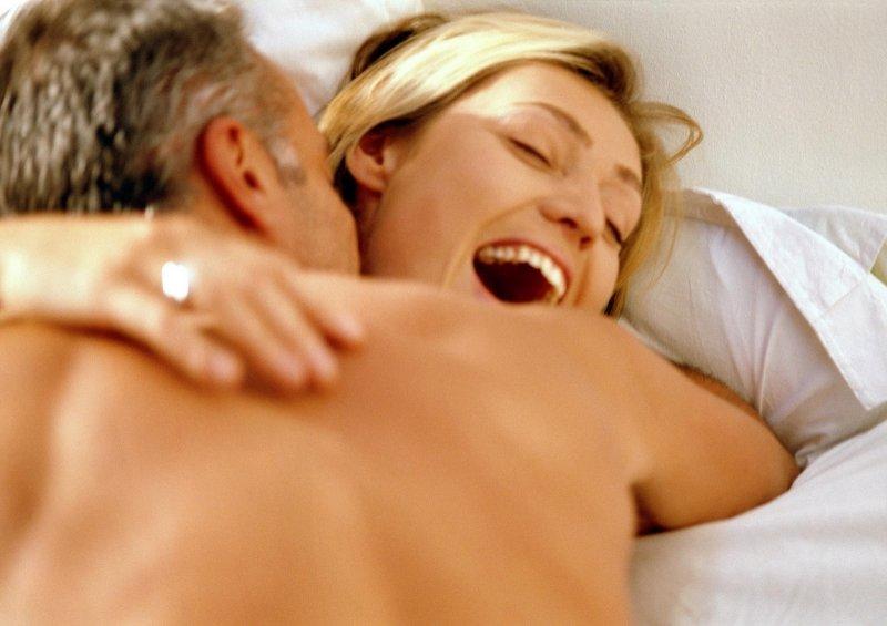 Регулярный секс способствуют уменьшению менструальных болей