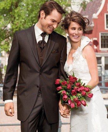 Мужские свадебные костюмы с платком